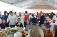 Thực đơn 'cỗ quê' 10 món gia đình Công Phượng tiếp đãi quan khách, trên mỗi bàn tiệc còn có một chi tiết khiến nhiều người nể vì sự tinh tế