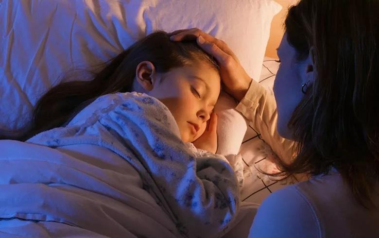 Trước khi đi ngủ 1 tiếng cha mẹ tuyệt đối không được làm 3 điều này với trẻ-3