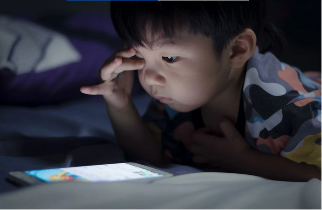 Trước khi đi ngủ 1 tiếng cha mẹ tuyệt đối không được làm 3 điều này với trẻ-2