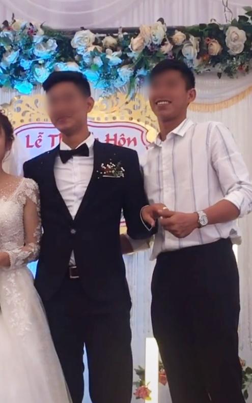 Cô dâu số nhọ: Chưa kịp vui vì có bạn lên mừng cưới đã đứng tim khi thấy nam thanh niên ôm chú rể hôn thắm thiết!-1