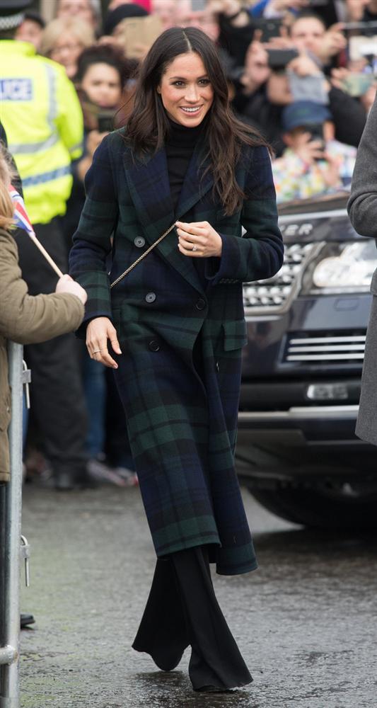 Meghan Markle hóa ra là cao thủ diện áo khoác dáng dài, xem mà học được 11 outfit để style sang như người Hoàng gia-1