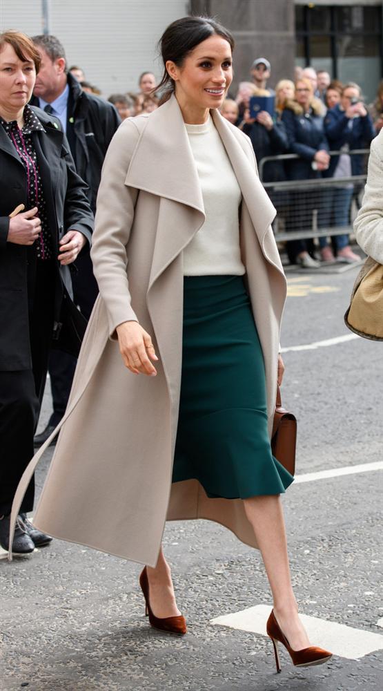 Meghan Markle hóa ra là cao thủ diện áo khoác dáng dài, xem mà học được 11 outfit để style sang như người Hoàng gia-2