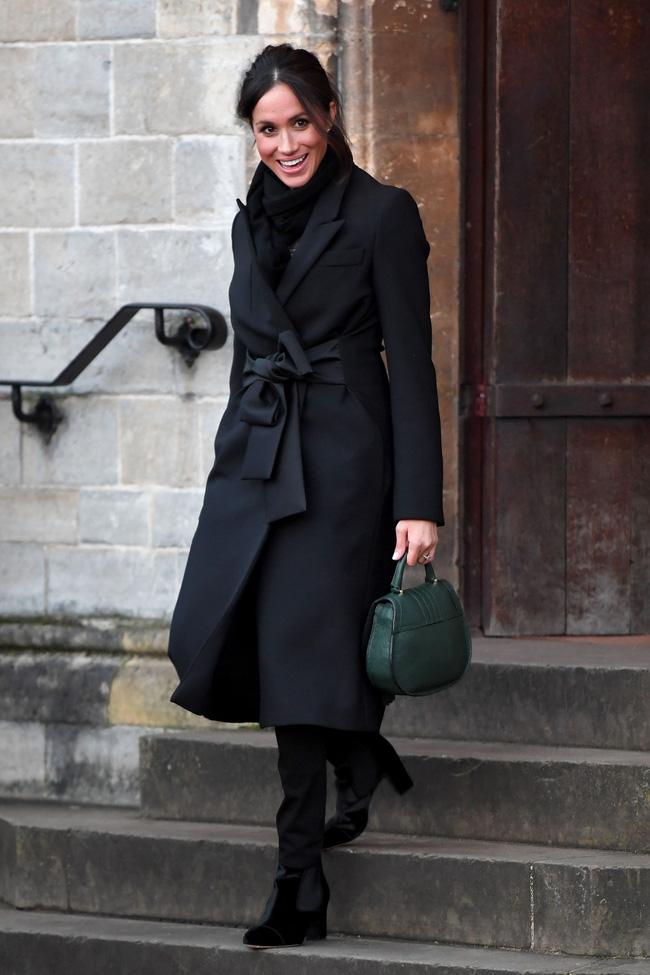 Meghan Markle hóa ra là cao thủ diện áo khoác dáng dài, xem mà học được 11 outfit để style sang như người Hoàng gia-10