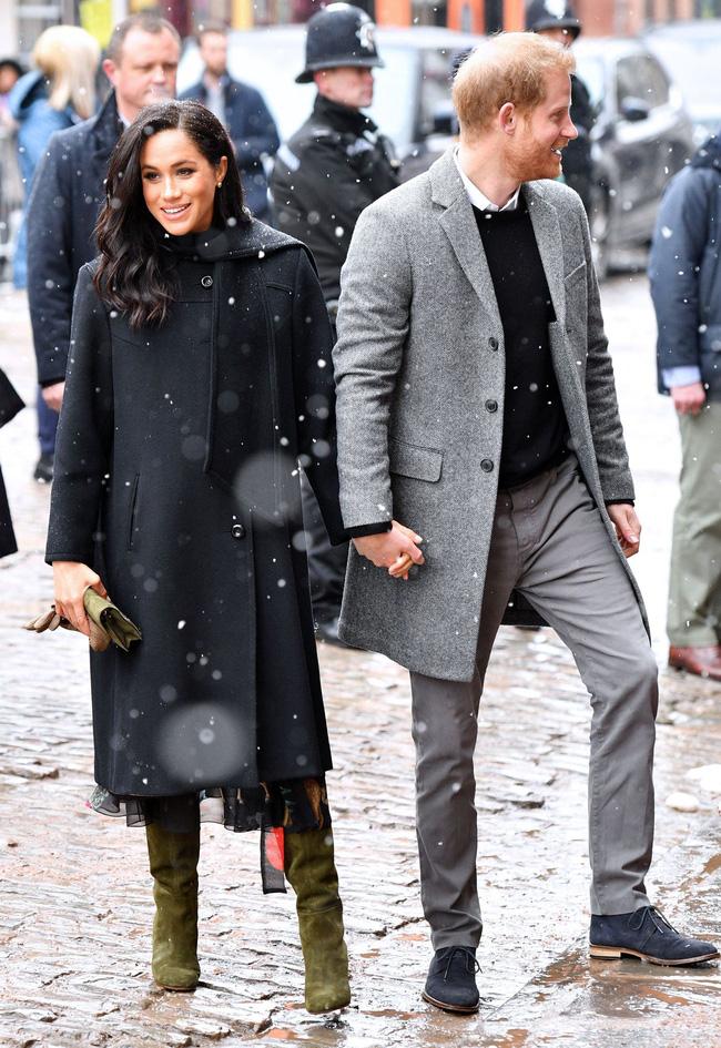 Meghan Markle hóa ra là cao thủ diện áo khoác dáng dài, xem mà học được 11 outfit để style sang như người Hoàng gia-11