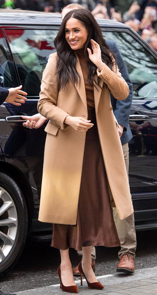 Meghan Markle hóa ra là cao thủ diện áo khoác dáng dài, xem mà học được 11 outfit để style sang như người Hoàng gia-6