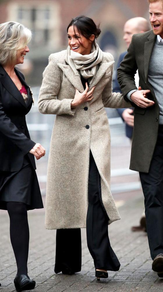 Meghan Markle hóa ra là cao thủ diện áo khoác dáng dài, xem mà học được 11 outfit để style sang như người Hoàng gia-7