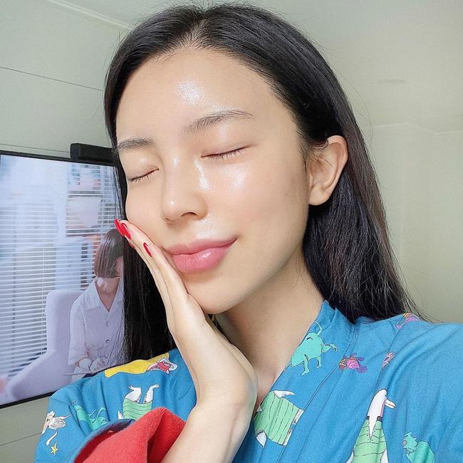 Phụ nữ Hàn có 5 tips tưởng đơn giản mà thông minh vô cực để giữ da luôn mọng mướt bất chấp trời Đông khô hanh tới đâu-3