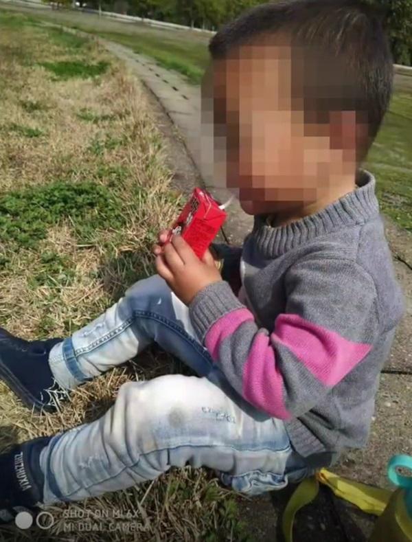 Con trai chết bất thường khi ngủ trưa, gia đình phẫn nộ tố cáo nhà trường, hình ảnh bất động của đứa bé được ghi lại gây chú ý-1