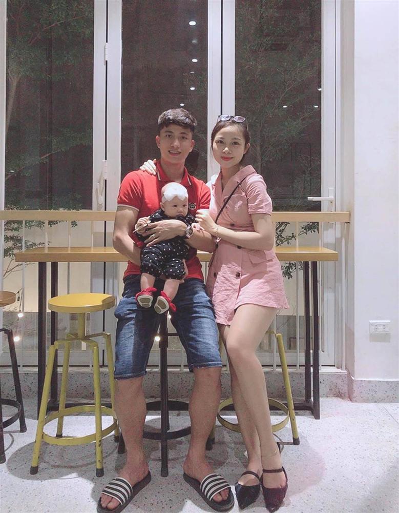 Vợ chồng Phan Văn Đức trốn con gái đi ăn đặc sản, dân tình khen nét trẻ trung của người vợ dù không tô son, không chải tóc-3