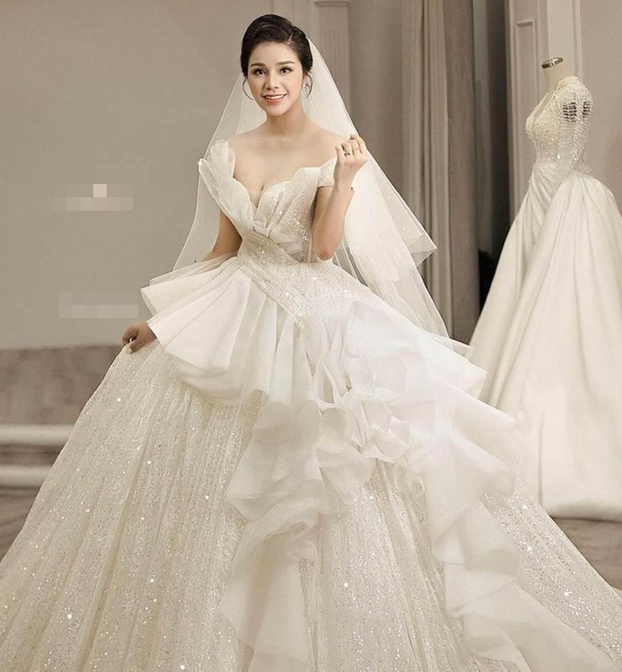 Ảnh cưới Bùi Tiến Dũng: Chú rể đẹp trai ngời ngời, cô dâu photoshop đến biến dạng-3