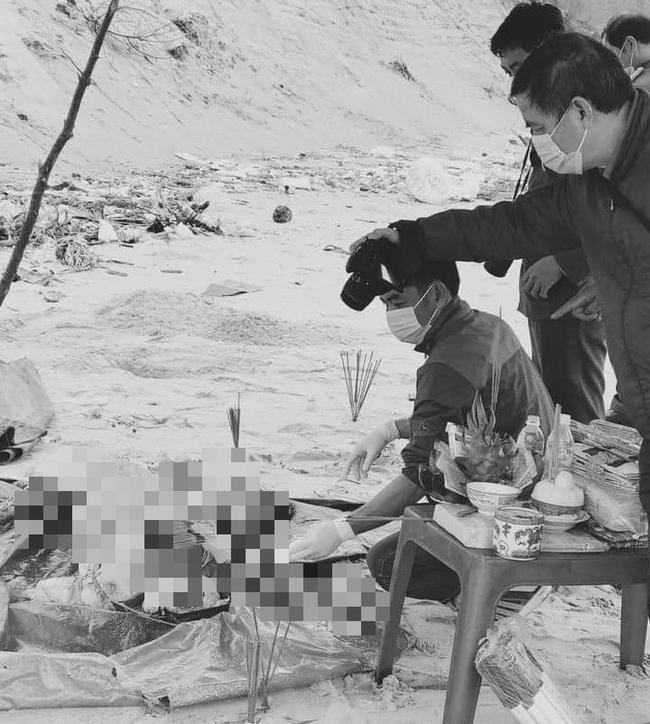 Bàng hoàng phát hiện thi thể không tay, chân nghi là người ngoại quốc bên bờ biển ở Thừa Thiên Huế-1