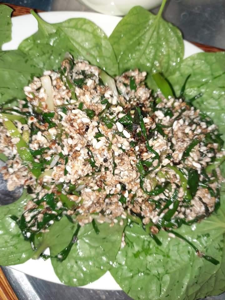 Kỳ lạ trứng kiến gai đen trái mùa hét giá gần triệu đồng/kg vẫn được bà nội trợ sành ăn móc hầu bao-3