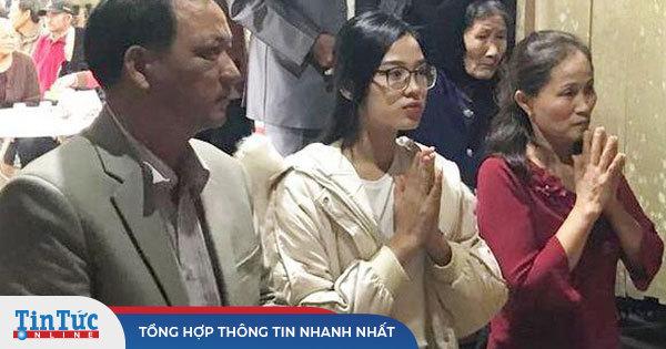 'Xả vai' Hoa hậu, Đỗ Thị Hà đeo kính cận và để mặt mộc đúng lứa tuổi 19