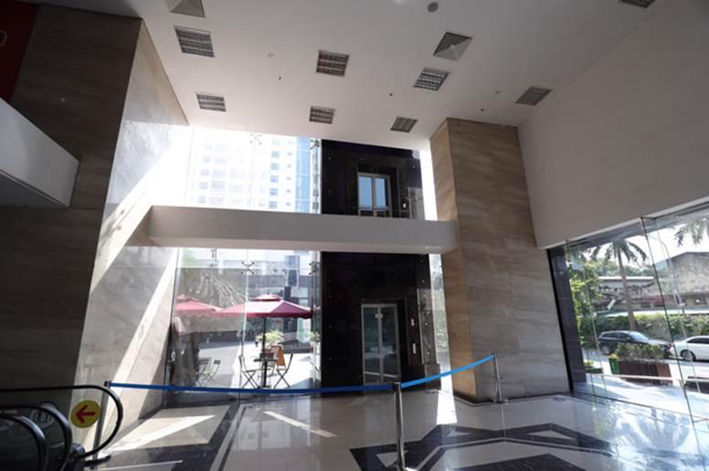 """Vụ người đàn ông rơi từ tầng 2 thang máy chung cư xuống đất ở Hà Nội: Thang do chủ đầu tư lắp đặt thêm, sai thiết kế và vận hành chui""""-1"""