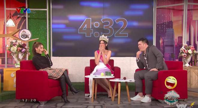 Thời khắc Đỗ Thị Hà đăng quang Hoa hậu, Tiểu Vy đã ghé sát tai đàn em để nói một câu và đến giờ mới được hé lộ-2
