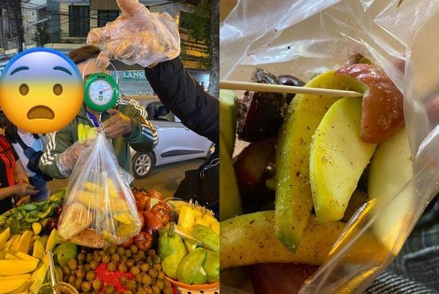Du khách Sài Gòn bị chặt chém túi hoa quả rong 200 nghìn đồng ở Hà Nội-1