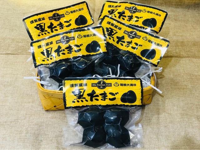 Trứng gà đen như hòn than ăn 1 quả thọ thêm 7 năm, giá gần 200.000 đồng/quả-2