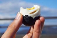 Trứng gà đen như hòn than 'ăn 1 quả thọ thêm 7 năm', giá gần 200.000 đồng/quả