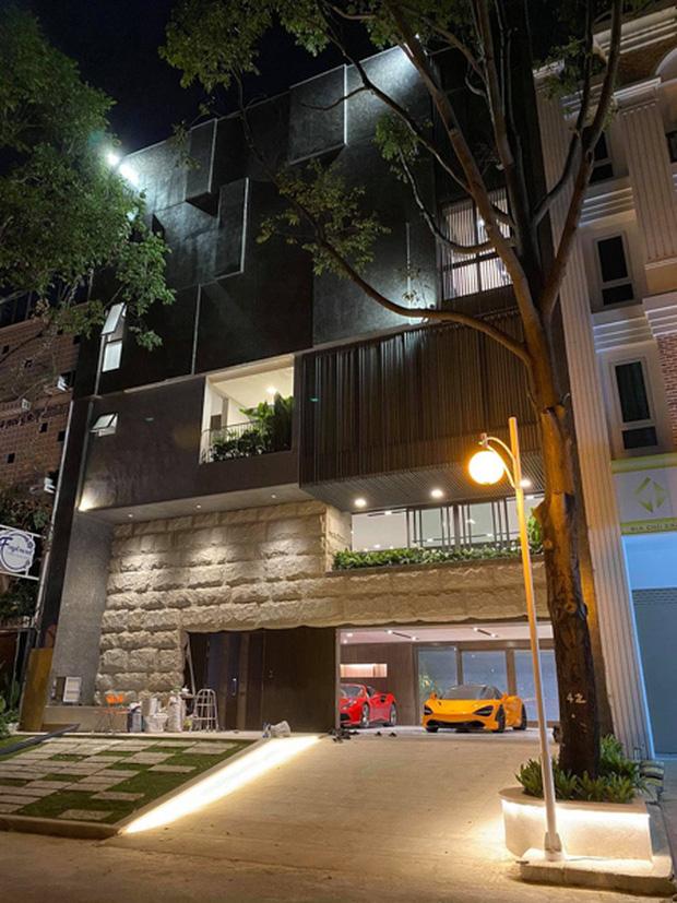 Hé lộ 1 góc quá khủng trong biệt thự của Cường Đô La: Riêng garage chứa siêu xe đã có 2 tầng, phải đi thang máy mới hết-8