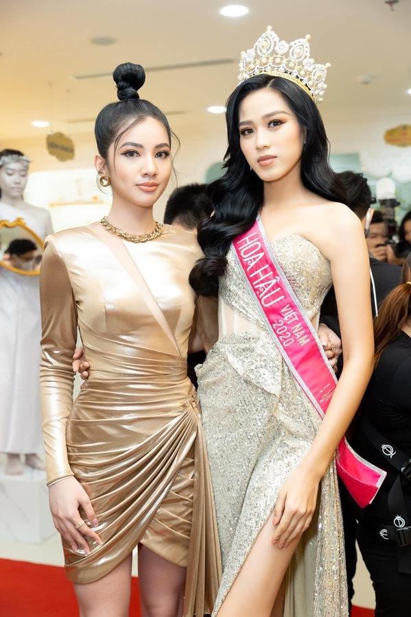 Tân Hoa hậu Đỗ Thị Hà bị soi eo kém thon trên sóng truyền hình-7