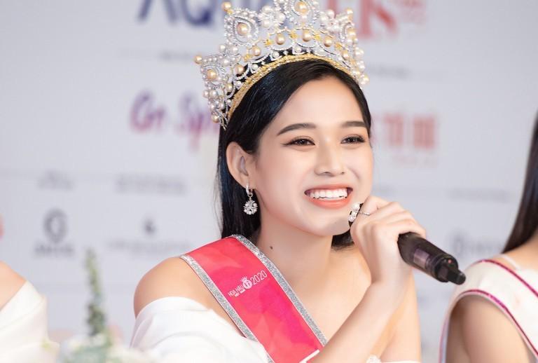 Tân Hoa hậu Đỗ Thị Hà bị soi eo kém thon trên sóng truyền hình-1