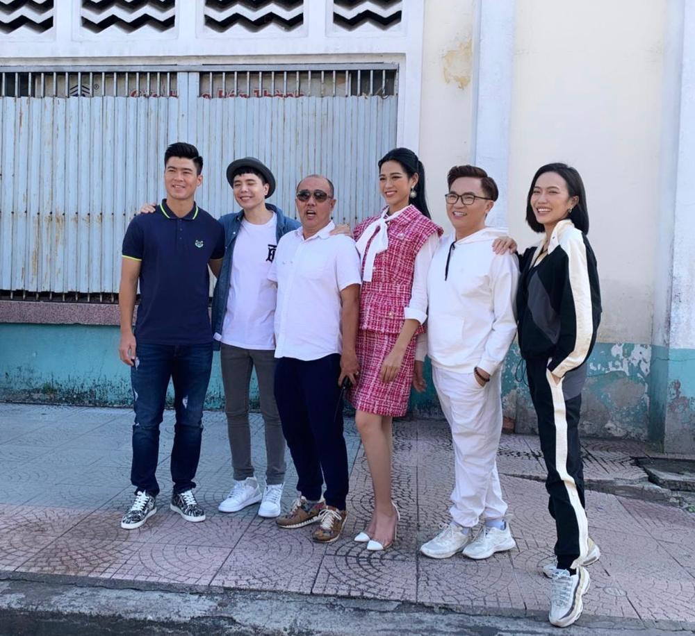 Tân Hoa hậu Đỗ Thị Hà bị soi eo kém thon trên sóng truyền hình-5