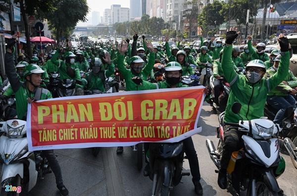Tài xế GrabBike diễu hành phản đối tăng khấu trừ-2