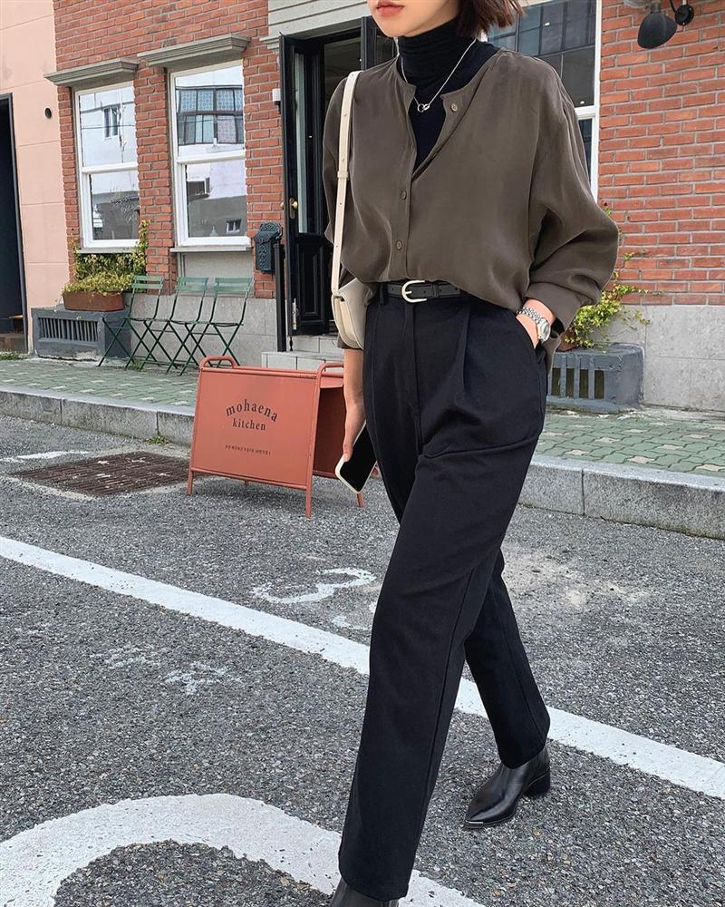 Gái Hàn diện quần đen rất nhiều nhưng luôn xịn đẹp chứ không nhàm chán, đó là vì họ có 4 tips-5