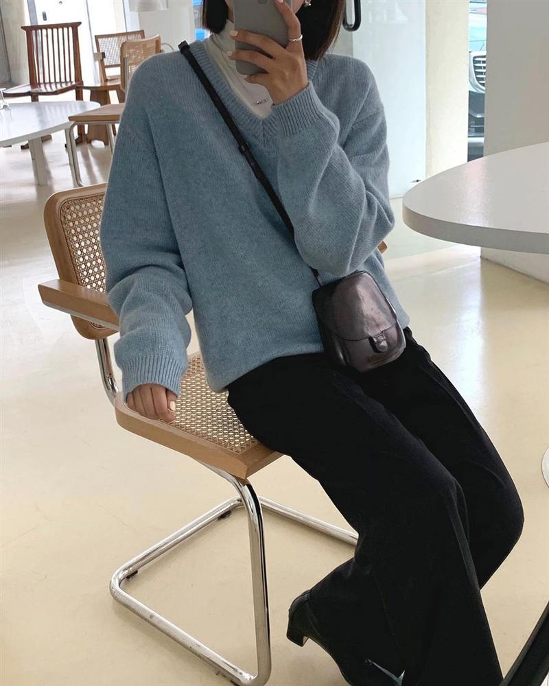 Gái Hàn diện quần đen rất nhiều nhưng luôn xịn đẹp chứ không nhàm chán, đó là vì họ có 4 tips-11