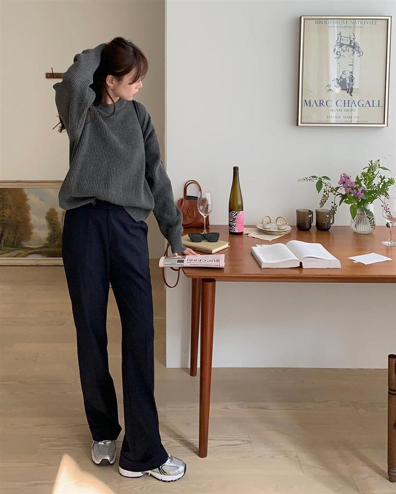 Gái Hàn diện quần đen rất nhiều nhưng luôn xịn đẹp chứ không nhàm chán, đó là vì họ có 4 tips-12