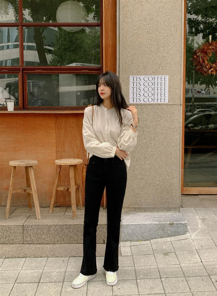 Gái Hàn diện quần đen rất nhiều nhưng luôn xịn đẹp chứ không nhàm chán, đó là vì họ có 4 tips-15