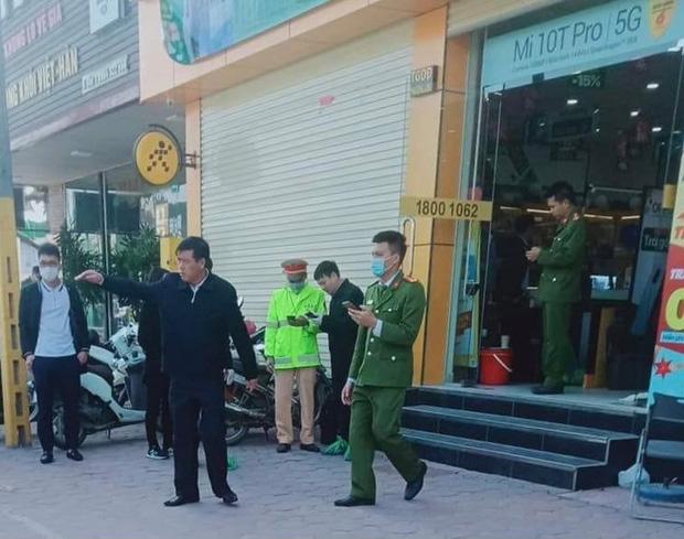 Bắc Ninh: Tên cướp đâm gục bảo vệ cửa hàng Thế giới đi động, lấy đi hơn 10 chiếc điện thoại-1