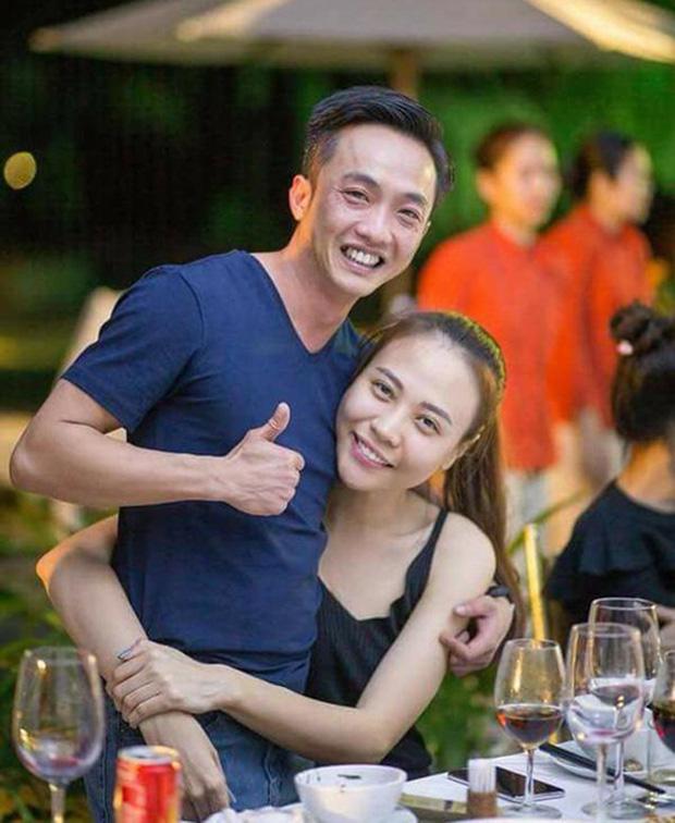 Đàm Thu Trang khoe ảnh toàn cảnh biệt thự bạc tỷ về đêm, dân tình chỉ mải nhìn khoảnh khắc cực tình của 2 vợ chồng-3