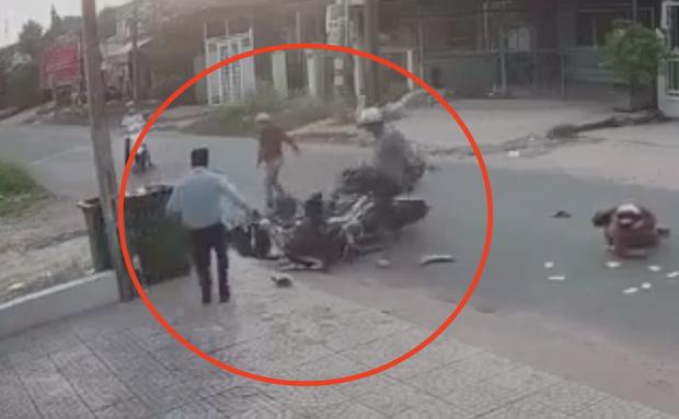 """Nữ sinh bị đánh bầm dập sau va chạm giao thông: Em không nghĩ mình bị đánh nhiều đến vậy, sờ lên mặt đầy máu""""-4"""