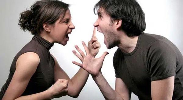 Cãi nhau inh ỏi ở sân bay, người đàn ông thẳng tay ném vợ từ tầng 4, diễn biến sau đó khiến người chứng kiến bàng hoàng-1