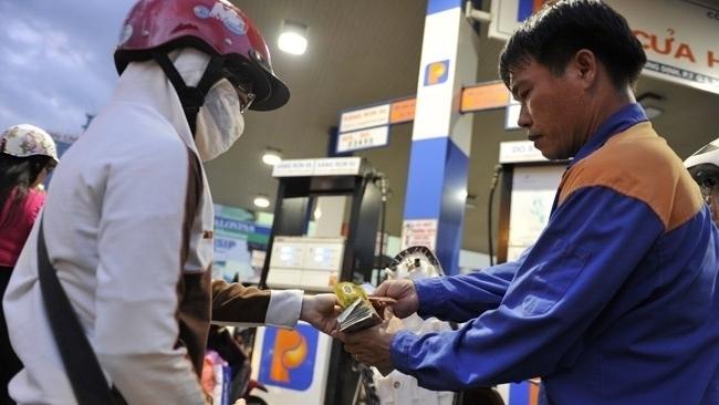 Giá xăng tăng mạnh, chờ quyết định chiều ngày mai-1