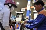 Giá xăng tăng mạnh nhất 8 tháng-2