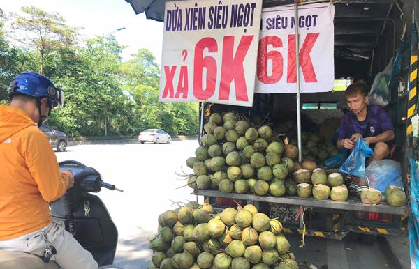 Hoa quả rẻ như cho, táo 5.000 đồng, bưởi 2.000 đồng: Đâu là nguồn gốc thật sự?-2