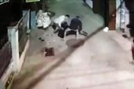 Camera ghi lại cận cảnh 2 băng nhóm bắn nhau như phim hành động ở Tiền Giang