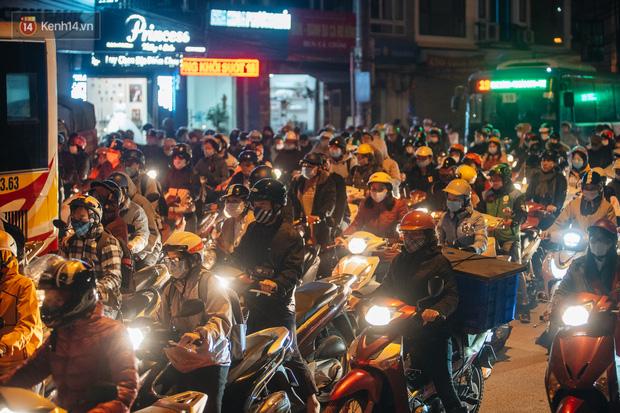 Chuyện ở Hà Nội: Ùn tắc không mất đi, nó chỉ chuyển từ đường này sang đường khác!-9