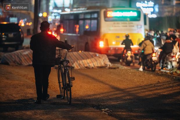 Chuyện ở Hà Nội: Ùn tắc không mất đi, nó chỉ chuyển từ đường này sang đường khác!-17