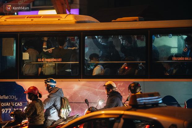 Chuyện ở Hà Nội: Ùn tắc không mất đi, nó chỉ chuyển từ đường này sang đường khác!-18