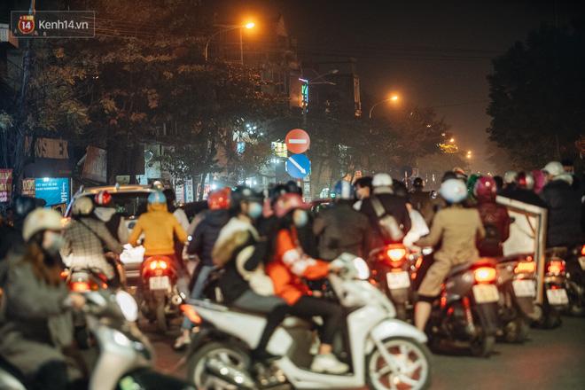 Chuyện ở Hà Nội: Ùn tắc không mất đi, nó chỉ chuyển từ đường này sang đường khác!-23
