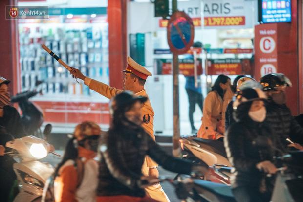 Chuyện ở Hà Nội: Ùn tắc không mất đi, nó chỉ chuyển từ đường này sang đường khác!-24