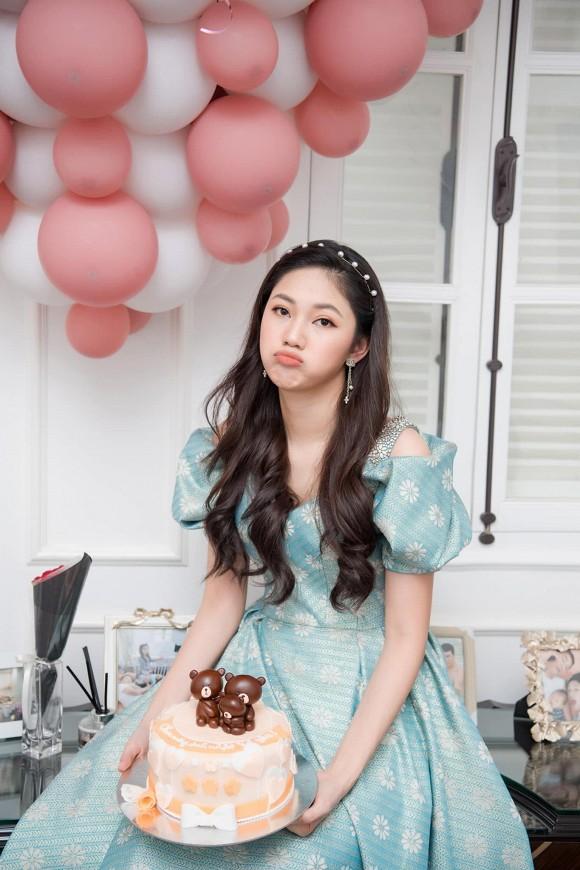 Á hậu Thanh Tú mừng sinh nhật chồng đại gia, ngọt ngào chẳng kém đêm tân hôn-10