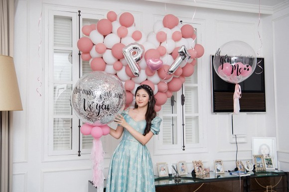 Á hậu Thanh Tú mừng sinh nhật chồng đại gia, ngọt ngào chẳng kém đêm tân hôn-9