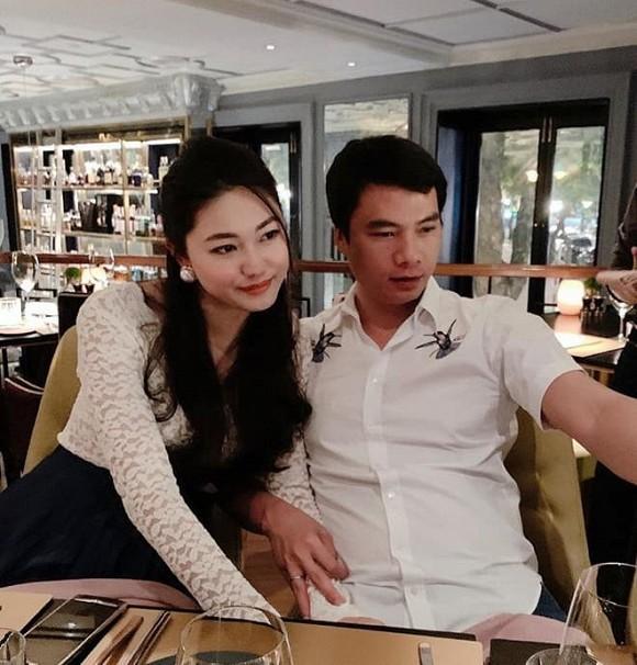 Á hậu Thanh Tú mừng sinh nhật chồng đại gia, ngọt ngào chẳng kém đêm tân hôn-12