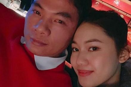 Á hậu Thanh Tú mừng sinh nhật chồng đại gia, ngọt ngào chẳng kém đêm tân hôn