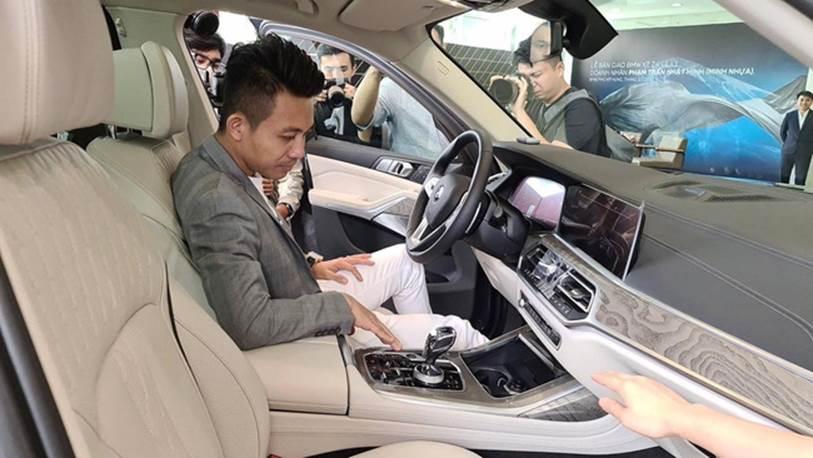 Một người tiết lộ cách đại gia Minh Nhựa đi mua một lúc 3 chiếc xe ô tô hạng sang bằng cách nở nụ cười nhẹ như lông hồng, đẳng cấp đại gia chính là đây!?-4