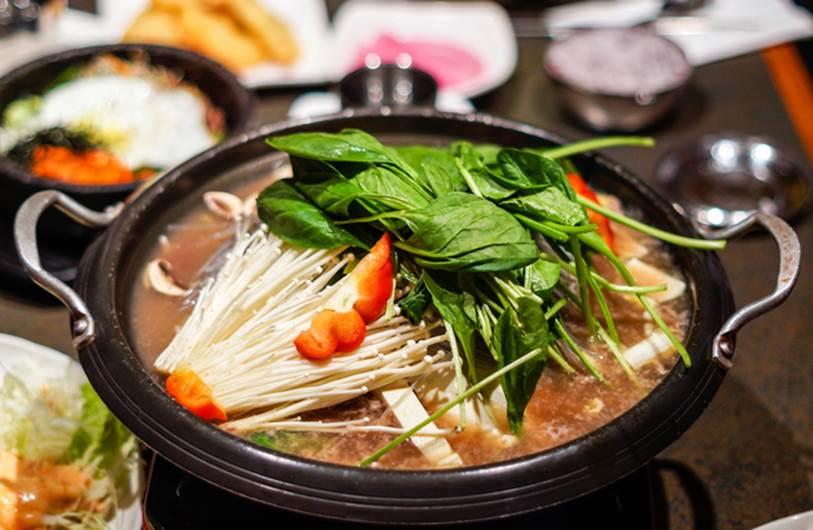 Ăn lẩu mùa lạnh nên tránh kết hợp với 5 loại rau này vì có thể hại tiêu hóa, gây ngộ độc, tổn thương cơ thể-3